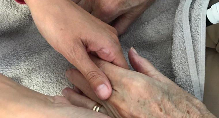 Handmassage bij dementerende ouderen hoe bijzonder is dat?